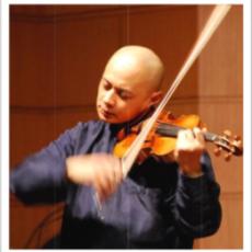 世界著名小提琴家郑锦龙为阳光老人演出